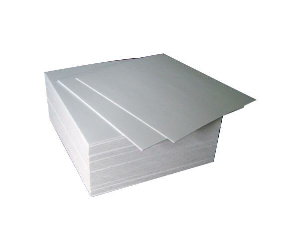 Cub alb din carton